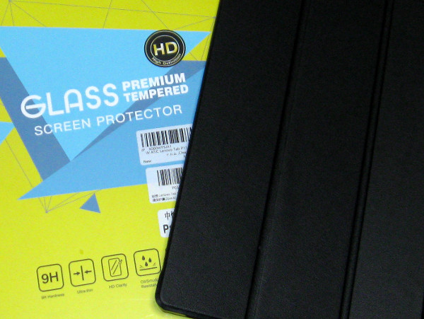ガラスだけあって保護フィルムは意外と重かった